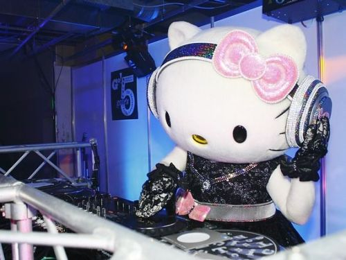 Hello Kitty DJ