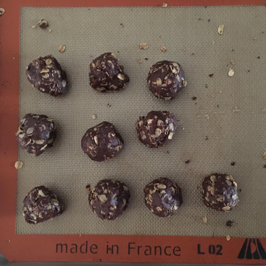 Small batch no-bake chocolate tahinitruffles